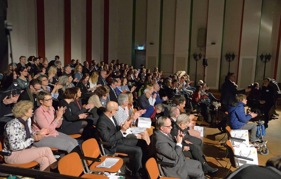 Über 100 Gäste besuchten die Auftaktveranstaltung zum Jubiläumsjahr der Stiftung DENK AN MICH im Radiostudio Zürich.