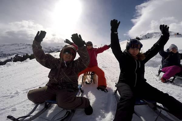 Schlitteln am Schneesporttag der Stiftung SILEA