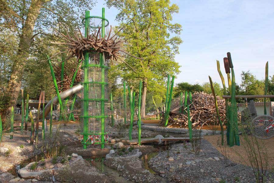 Der Spielplatz ist naturnah in die Umgebung eingepflegt worden.