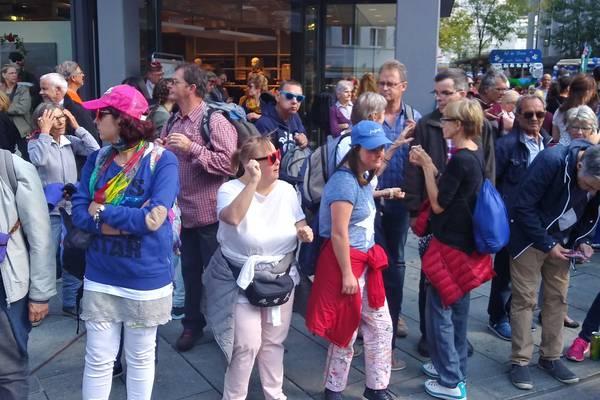 Teilnehmende an der Schlagerparade in Chur.