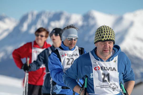 Sportlich auf der Tour in den Bergen.